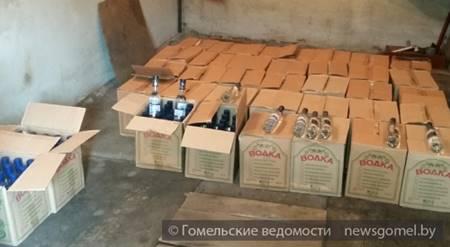 Житель Гомеля хранил в гараже более 1000 бутылок контрафактной водки